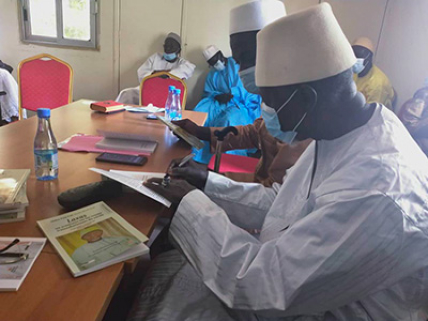 """Dédicace du livre """"Laxas"""" : Bakary Sambe demande la réouverture de la section de l'école nationale d'administration pour les arabisants"""