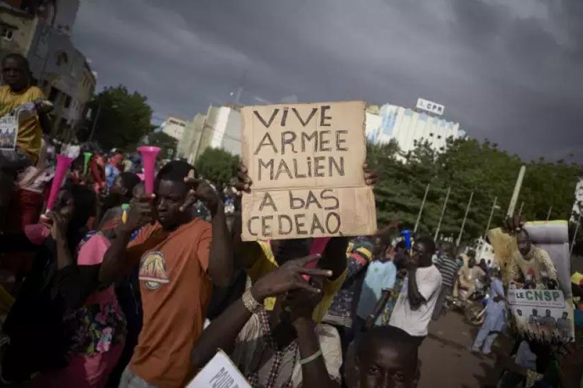 Tergiversations à Bamako, menaces sur les pays de la région
